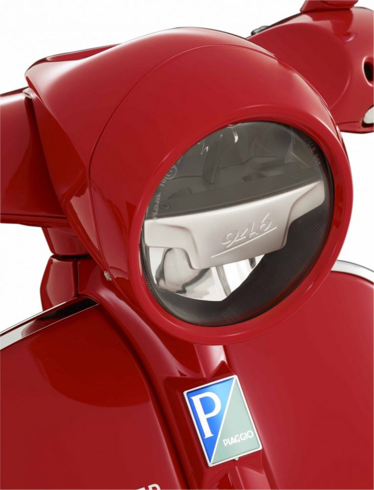 vespa-946-red-headlight