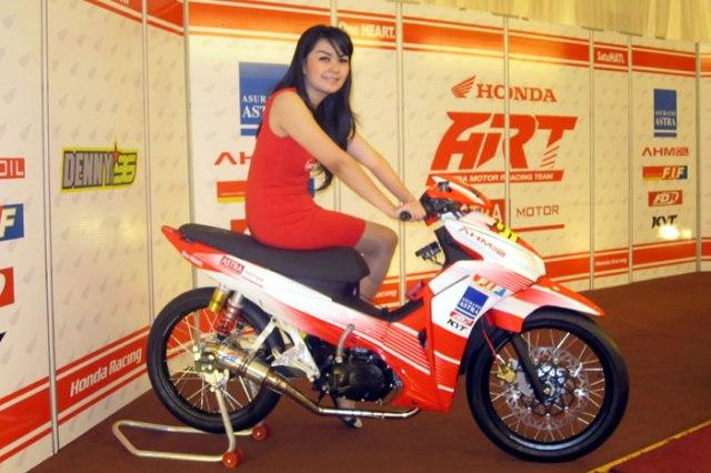 ART Honda Girl