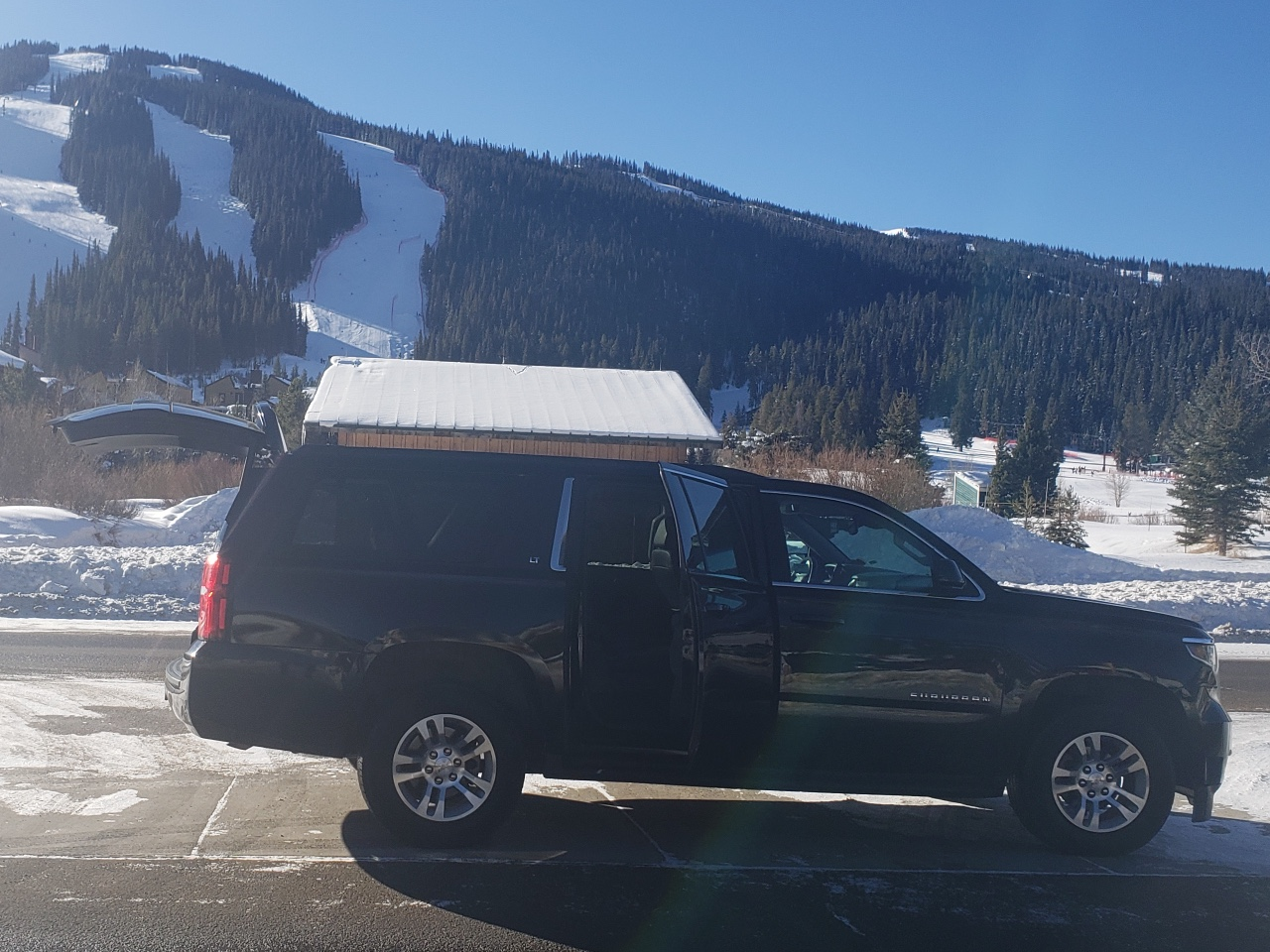 black Suburban SUV ride to Copper Mountain from Denver Airport