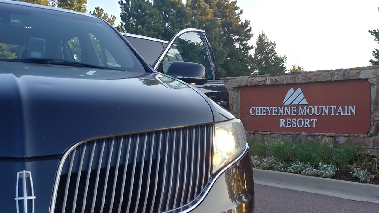 Lincoln tonw car outside Cheyenne Mountain Colorado Springs