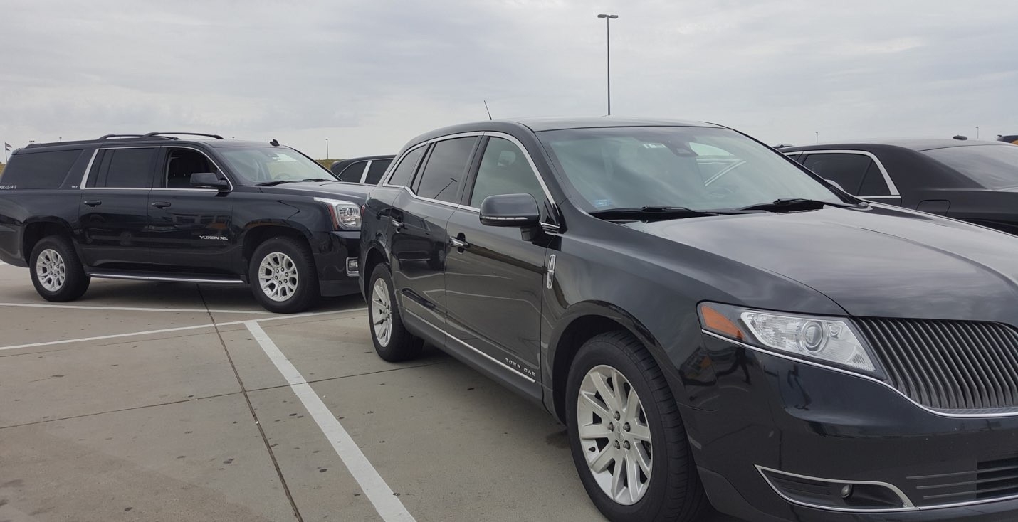 Lincoln town car and SUV at Denver Airport
