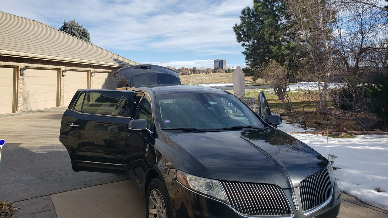 Lincoln town car dropping off a ride from Denver Airport
