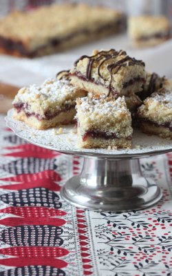 Raspberry Crumble-Topped Bars for Valentine's Day