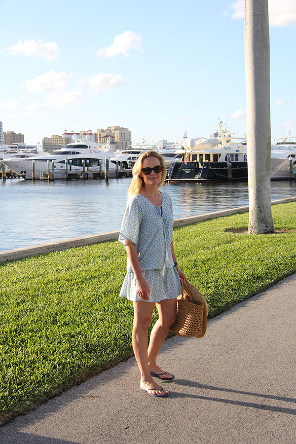 Ridgely Brode wears a lightweight, breezy dress, flip flops and a classic straw tote to watch the sunset on her blog, Ridgely's Radar.