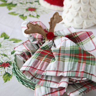 Mixing and Matching Linens for Christmas