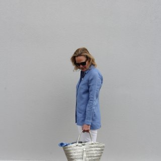 Ridgely Brode wears a super flattering and beautiful blue Essential Linen Shirt with white jeans on her blog Ridgely's Radar.