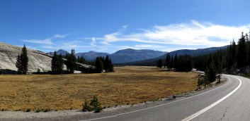 Still climbing up to the Tioga Pass at 3100m elevation. Tuolumne Meadows, CA, USA