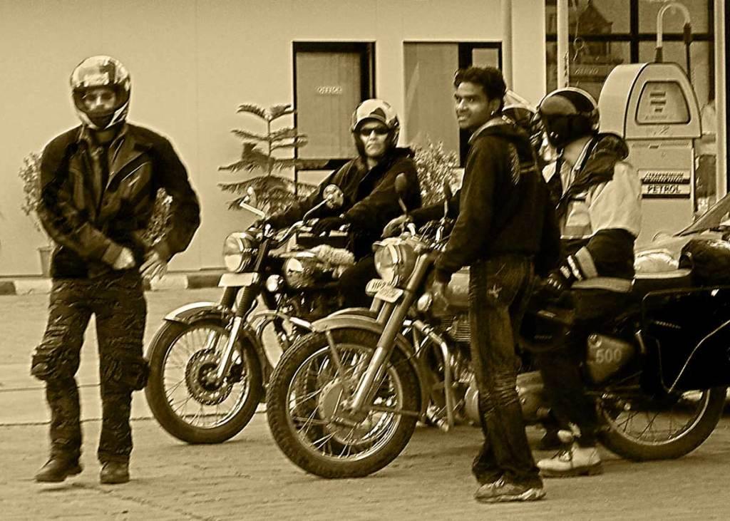 Fuelstop-b&w