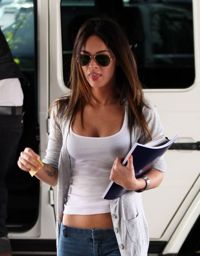 Megan Fox Arriving At The Smoke House Restaurant