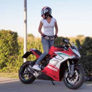 Ducati Supersport & Jana on Ridin'GirlsBlog