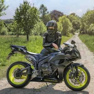 Steffi & Honda CBR600RR PC40 on Ridin'GirlsBlog
