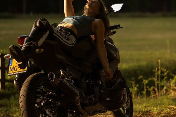 Kawasaki Z300 & Anne on Ridin'GirlsBlog