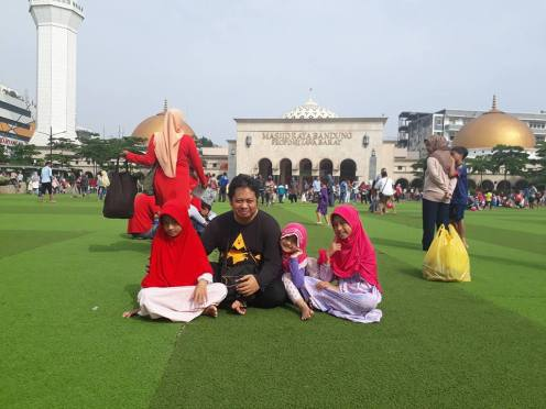 Kang Ridwan dan Keluarga 01