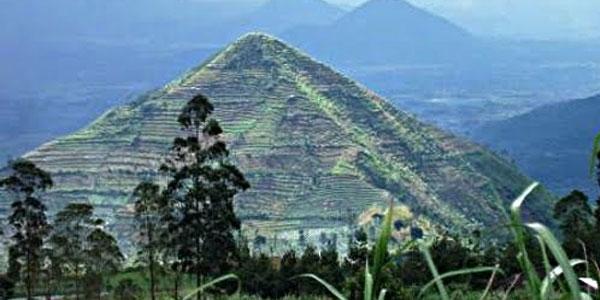 gunung-piramida-sadahurip-garut