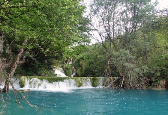 Kleine waterval in Plitvice