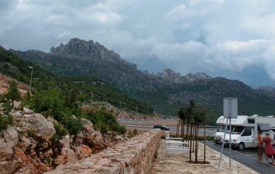 Kroatische rustplaats naast de snelweg