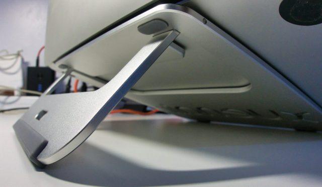 Xuenair Macbook Pro stand with a Macbook Pro retina on top