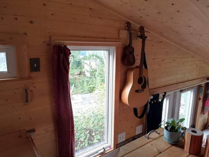 TINY HOUSE loft, guitar, ukulele