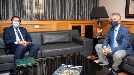 """""""نحن في حاجة لمواطنينا"""".. القنصل المغربي يبرئ الرباط من أزمة مهاجري الكناري"""