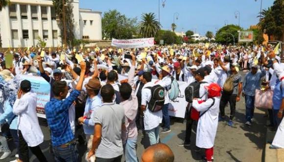 """""""أساتذة التعاقد"""" يصعِّدون ويعلنون خوض إضراب وطني واعتصامات"""