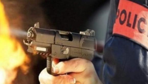 """هذا الصباح: مقدم شرطة يطلق رصاصتين لإيقاف """"مشرملين"""" حاملين للسيوف"""