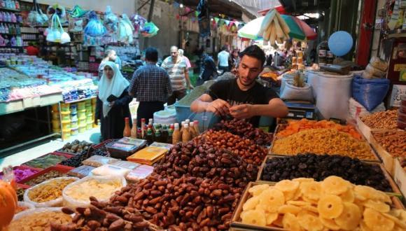 العرض يغطي الطلب خلال رمضان.. وأسعار المواد الأساسية مستقرة
