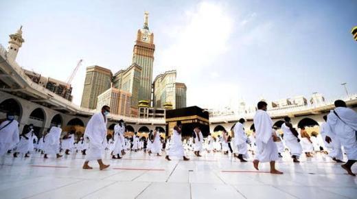 السعودية تفتح أبوابها في وجه الراغبين في أداء مناسك العمرة والزيارة