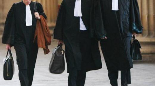 غريب…قاض يتلقى صفعة من طرف محام داخل قاعة المحكمة