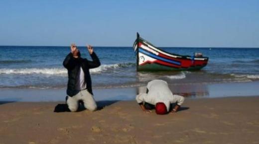 على متن قارب صغير.. 4 شبان يصلون إلى إسبانيا منحدرين من الحسيمة