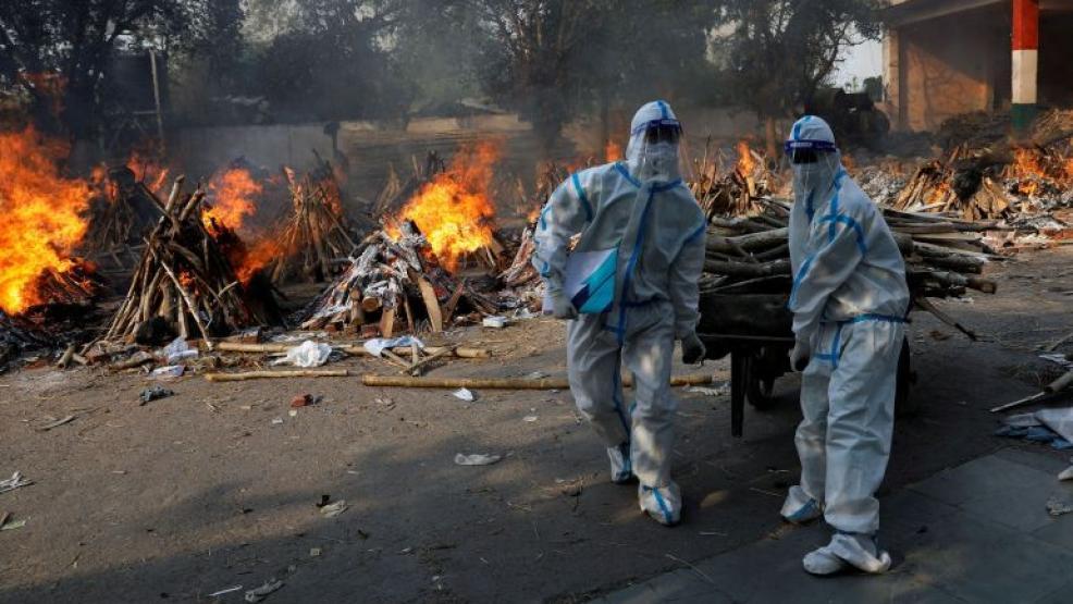 """الهند تعلن عن رقم """"مرعب"""" لإصابات كورونا ومحارق الجثث مكتظة عن آخرها"""