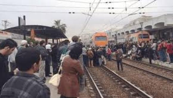 شخص يلقي بنفسه تحت عجلات القطار بسلا يثير رعبا بالمحطة و المكتب الوطني للسكك الحديدية يصدر بلاغ