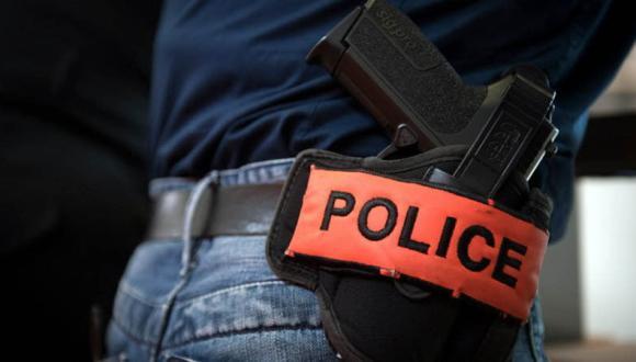 شاب يعنف والديه .. والأمن يضطر لإطلاق الرصاص لإيقافه