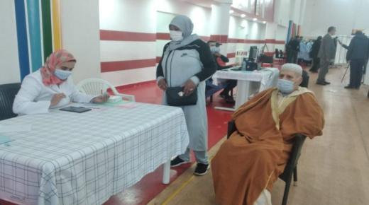 """وزارة الصحة: يمكن استخدام لقاح """"أسترازينيكا"""" لتطعيم الأشخاص البالغين 65 سنة فما فوق"""
