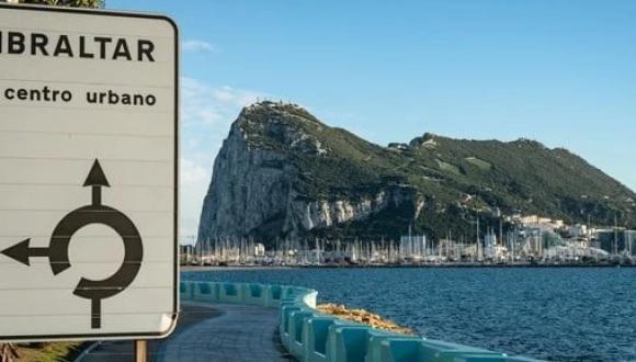 """سلطات جبل طارق تسجن 3 مهاجرين مغاربة وصلوا إلى ساحلها بـ""""الخطأ"""""""