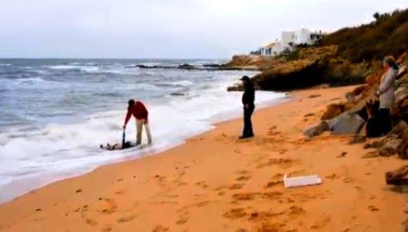 شاطئ مليلية يلفظ جثة شخص متحللة
