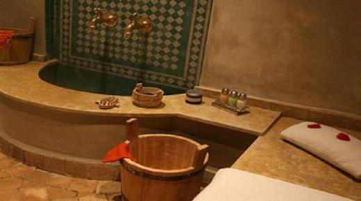 السلطات تقرر السماح بإعادة فتح الحمامات في ثلاثة مدن مغربية
