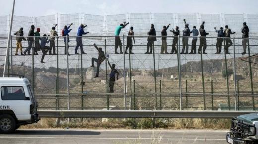 """المغرب يرفض لعب دور """"الدركي"""" في مواجهة موجات الهجرة"""