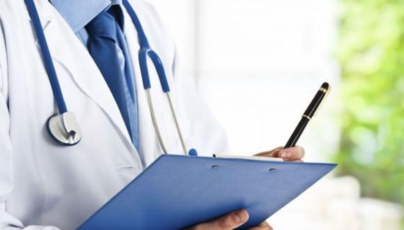 مرسوم جديد يلزم الأطباء المغاربة بتحسين خطهم