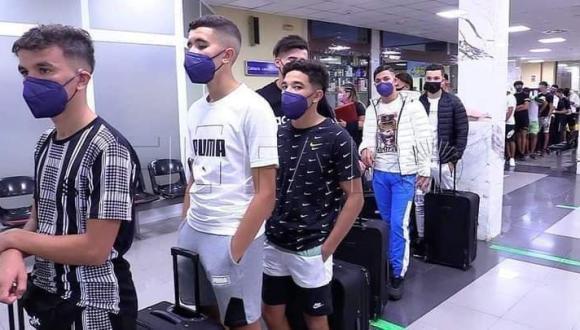 سبتة تنقل قاصرين مغاربة إلى إسبانيا لتخفيف الضغط على مراكز المهاجرين