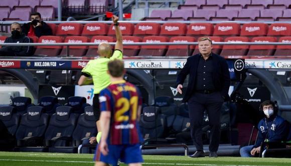 إيقاف رونالد كومان مدرب برشلونة لمباراتين