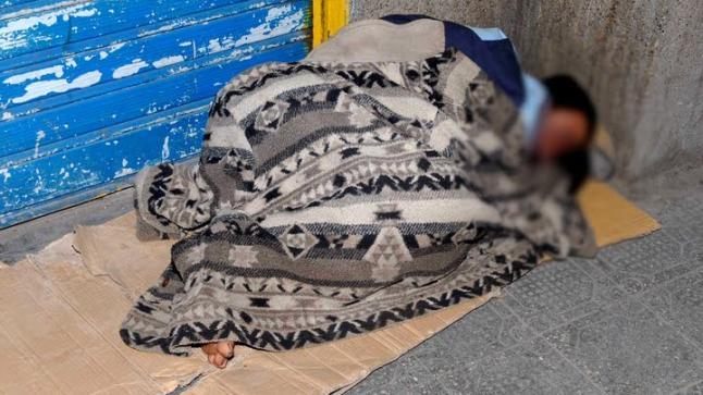 سلطات الحسيمة تجمع المشردين لحمايتهم من البرد