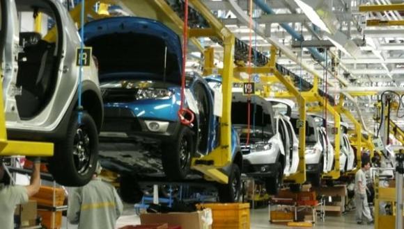"""في خطوة مفاجئة..""""رونو"""" تُعلق إنتاج السيارات في موقعين بالمغرب"""