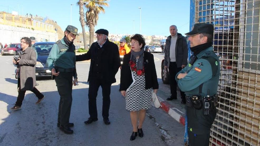 السلطات تدرس ترحيل 100 من المغاربة العالقين وراء المعبر الحدودي