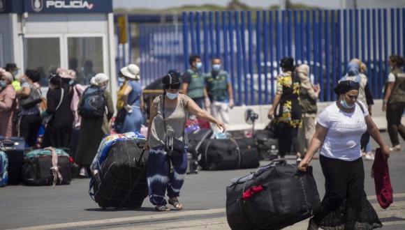 """إسبانيا تجمع مئات العاملات المغربيات لإعادتهن قبل دخول إدراجها في القائمة """"ب"""" حيز التنفيذ"""