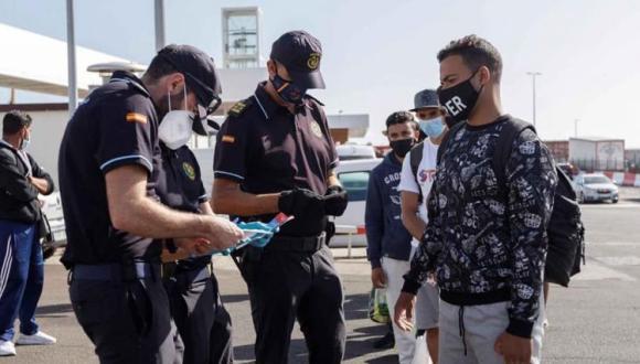 المغرب يُقرر تعليق العمل بالاتفاق المُبرم مع جزر الكناري بشأن ترحيل المهاجرين