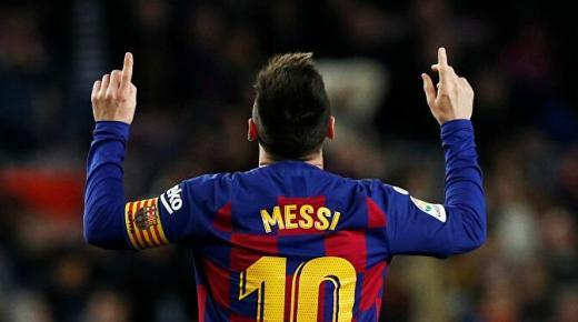 ميسي يقود برشلونة إلى الفوز بنتيجة 2-صفر على مضيفه أوساسونا