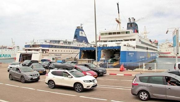 """مئات المغاربة عالقون في ميناء """"سيت"""" الفرنسي ولا معطيات عن موعد إقلاع الباخرة !"""
