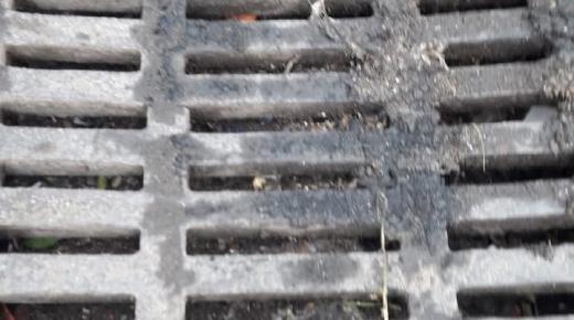 (+صور)شوارع مدينة الناظور تستفرغ بعد كل قطرات مطرية مياه عادمة شارع الجنرال أمزيان نموذجا..