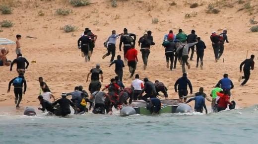 """حزب """"Vox"""" يجدد انتقاداته للمغرب بسبب الهجرة السرية ويطالب باستعمال ورقة """"الفيزا"""" للضغط عليه"""