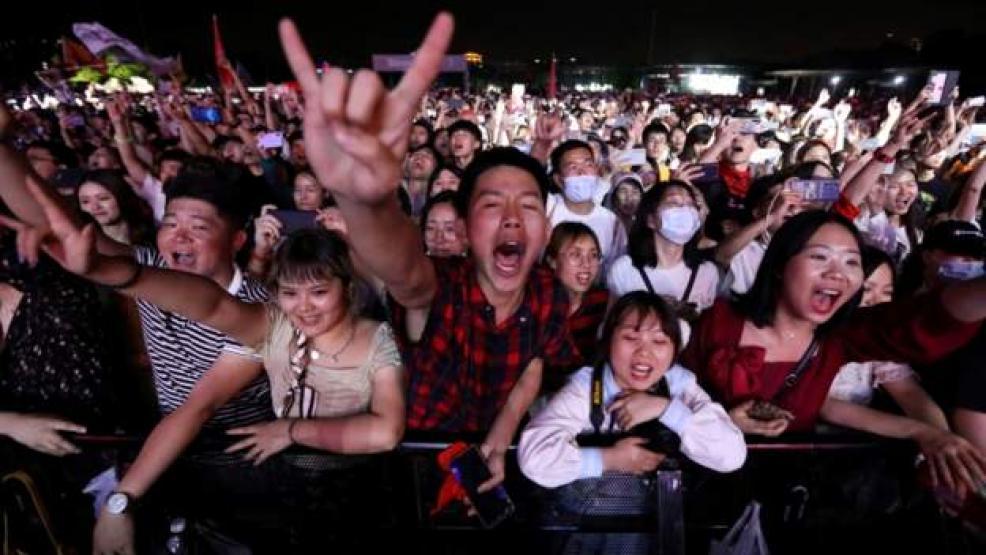آلاف يحضرون مهرجاناً موسيقياً في مدينة ووهان الصينية التي شهدت ظهور الفيروس للمرة الأولى